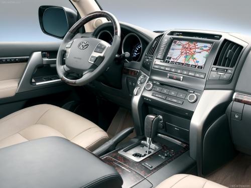 motori,auto,toyota,land cruiser,toyota land cruiser v8,fuoristrada,velocita,prestazioni,prezzo,allestimenti,motorizzazioni,