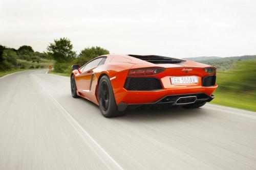motori,auto,lamborghini,aventador,lamborghini aventador,supercar,velocità,prestazioni,prezzo,top speed,