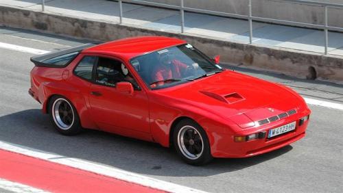 motori,auto,porsche,924,porsche 924,924 turbo,porsche 924 turbo,auto sportiva,supercar,auto epoca,velocita,prestazioni,motorizzazioni,allestimenti,prezzo,consumi,
