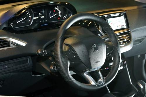 motori,auto,peugeot,208,peugeot 208,familiare,berlina,utilitaria,velocita,prestazioni,motorizzazioni,allestimenti,prezzo,consumi