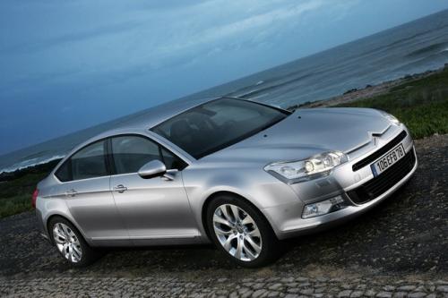 motori,auto,citroen,c5,citroen c5,citroen c5 serie 2,berlina,velocita,prestazioni,prezzo,consumi,allestimenti,motorizzazioni,
